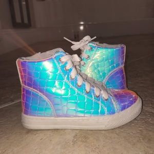 Holographic High-Tops